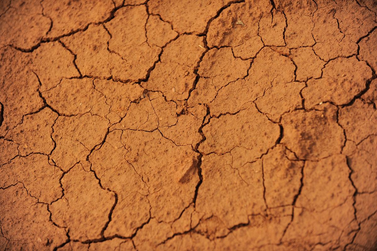 雲南省玉溪、昆明、曲靖等多地出現乾旱,部份鄉村飲水困難。圖為2010年3月24日雲南省乾旱的情況。(PETER PARKS/AFP via Getty Images)