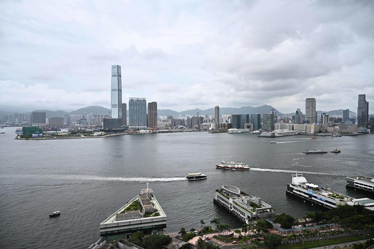 根據美國商會(Amcham)周一(13日)發佈的一項調查,絕大多數在香港的美國公司表示,他們對上個月通過的《港區國安法》感到擔憂。圖為香港的維多利亞港。(ANTHONY WALLACE/AFP via Getty Images)