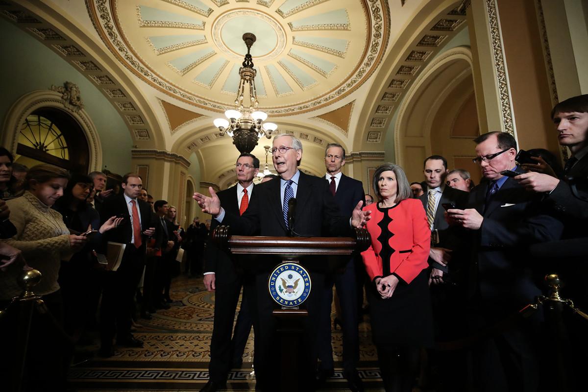 美國參議院多數黨領袖米奇·麥康奈爾(Mitch McConnell)1月7日宣佈,已獲得足夠票數通過一項決議,啟動對總統特朗普的彈劾審訊、無需證人作證。(Mark Wilson/Getty Images)