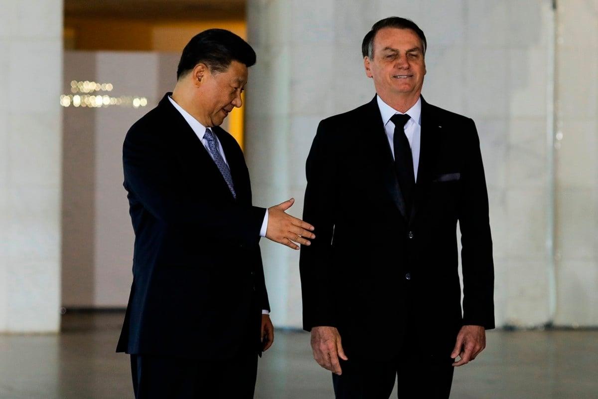 習近平到訪巴西,參加金磚五國會議,與巴西總統波索納羅會面。(SERGIO LIMA/AFP via Getty Images)