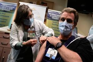 接種疫苗後還確診 醫生警告「突破性感染」
