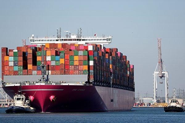 專家認為,台美簽FTA是必然會發生的。圖為美國的貨櫃船。(ADRIAN DENNIS/AFP via Getty Images)