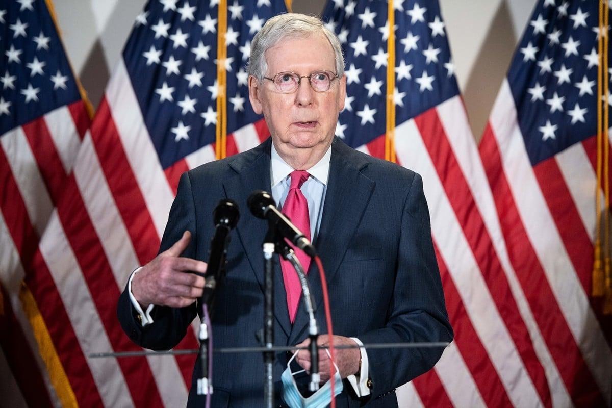 2020年5月19日,在華盛頓特區國會山舉行的每周共和黨參議院政策午餐會之後,美國參議院多數黨領袖米奇‧麥康奈爾對媒體發表講話。(SAUL LOEB/AFP)