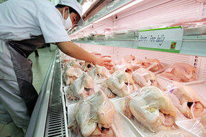 中共病毒疫情下 為何豬牛肉供應緊張 雞肉不受影響