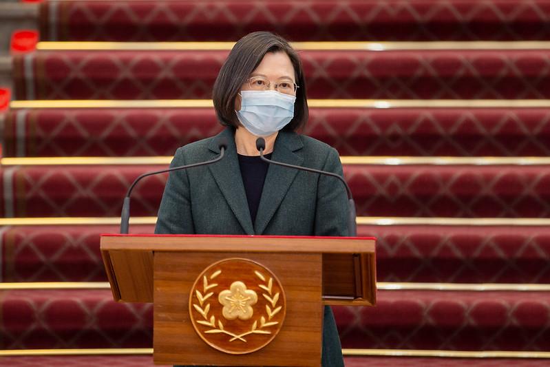 中華民國總統蔡英文2月9日上午在總統府敞廳,針對召開的國安高層會議,就國際及區域情勢、疫情發展及未來因應部署等議題向國人發表談話。(總統府提供)