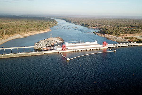 2018年12月17日,中共在湄公河上所建的400兆瓦的塞桑河下游二號水電站大壩(Lower Sesan 2)在柬埔寨上丁省(Stung Treng)落成。(LY LAY/AFP via Getty Images)