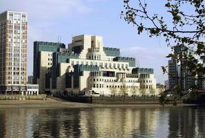 疑售情報給中共間諜 前英情報幹員遭調查