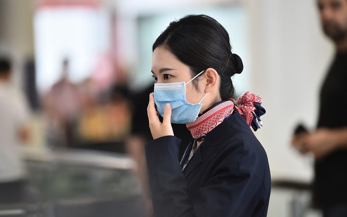 中共肺炎爆發。圖為2020年1月23日到達悉尼機場的中國空乘人員。(PETER PARKS/AFP)