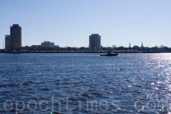 美國諾佛克是世界最大的軍港。圖為美麗宜人的諾佛克海岸線。(李莎/大紀元)