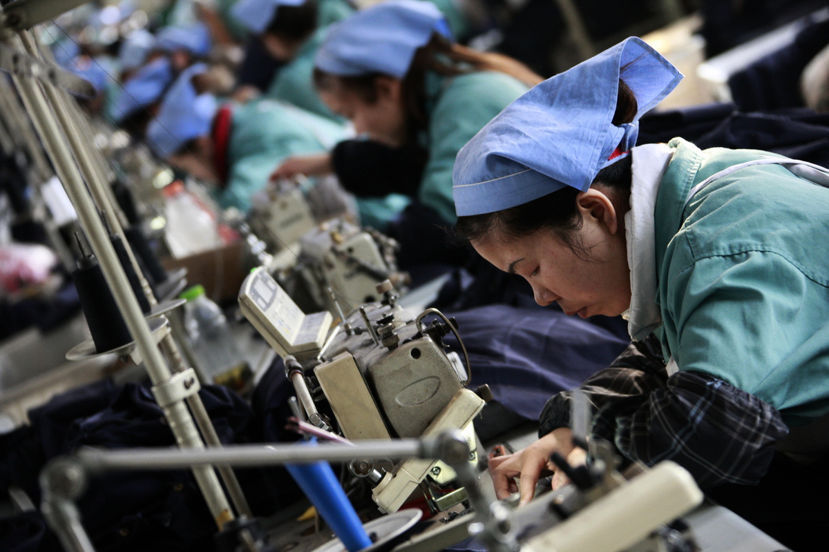 浙江民營企業家周曉光從女首富變「首負」的經歷,如同民營企業在中共體制下所走過的風雨路:歷經千辛萬苦,在夾縫中生存發展,卻不知黑暗的前方,何處是懸崖。(AFP)