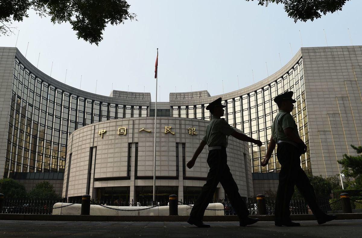 中共正在深圳、上海、海南、長沙、西安、青島、大連等地推動試點數位人民幣。圖為中國人民銀行。(GREG BAKER/AFP via Getty Images)
