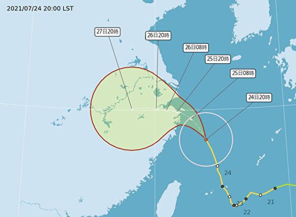 正值台灣密切關注「煙花」何時登陸本土時,「煙花」開始加速向北偏西移動。(台灣交通部中央氣象局)
