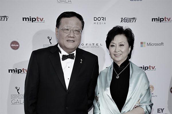 香港鳳凰衛視宣佈,大股東劉長樂(左)出售所有股份。圖為劉長樂2013年在紐約參加艾美獎獎頒獎典禮。(Neilson Barnard/Getty Images)
