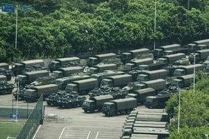 中共深圳集結500輛軍車 口岸防港人「快閃」