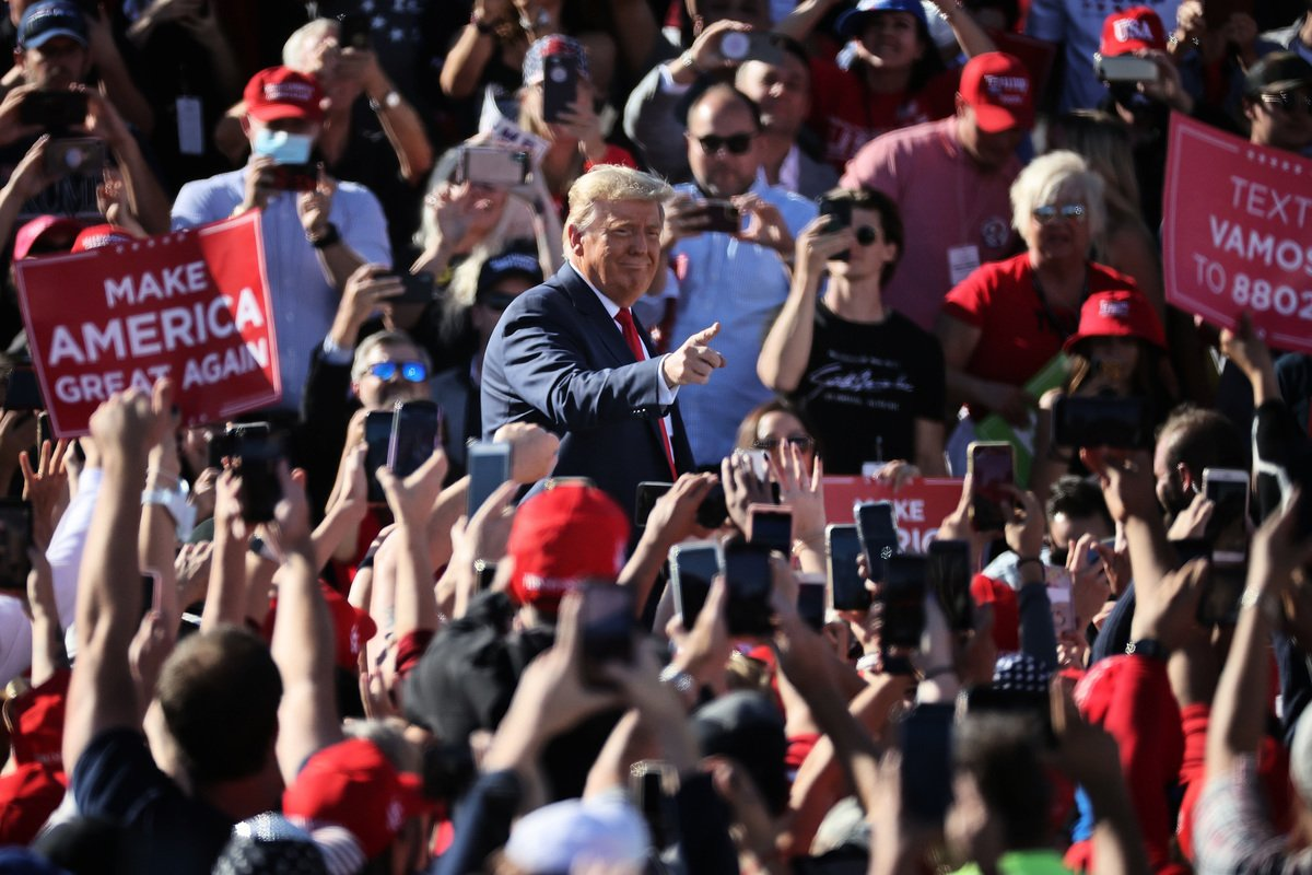 美東時間周三(10月28日),美國總統特朗普在亞利桑那州發表「讓美國再次偉大」演講中表示,永遠不要社會主義。(Chip Somodevilla/Getty Images)