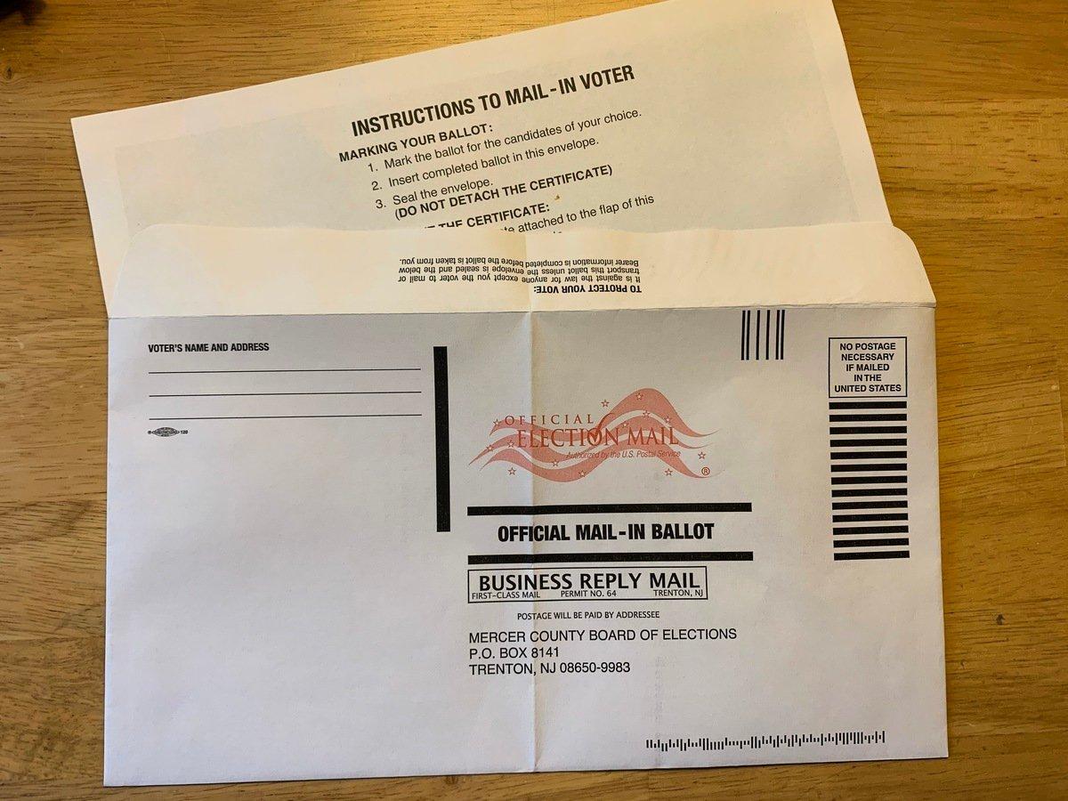 圖為美國2020年大選的郵寄選票。(郭茗/大紀元)