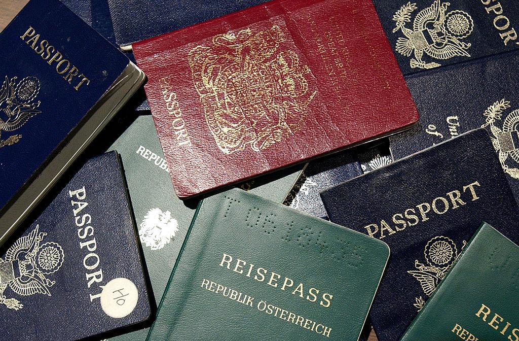 全球最新護照排名出爐,香港以168個免簽國排名第19,台灣以146個免簽國排名第30。(Justin Sullivan/Getty Images)