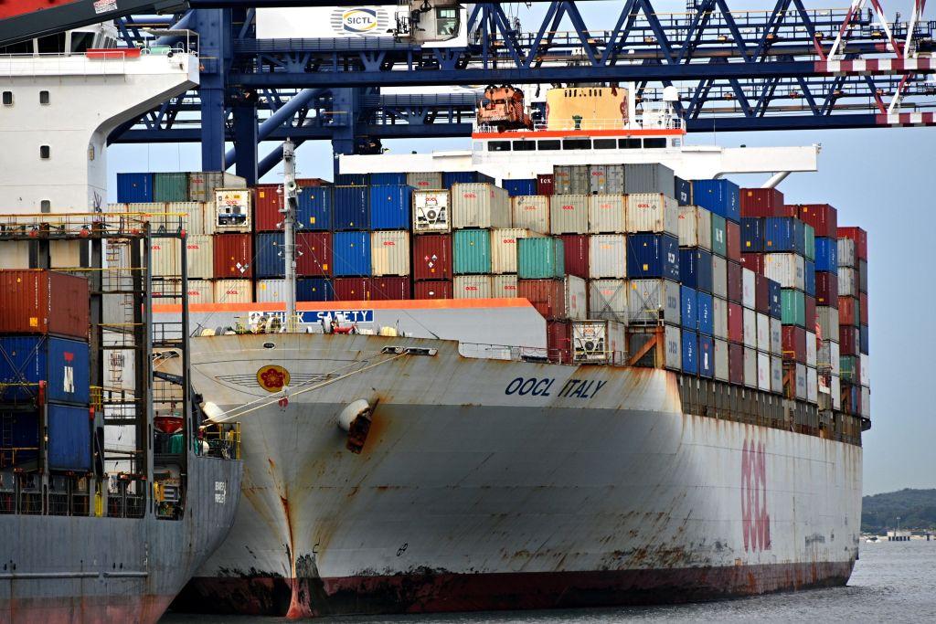 2020年5月18日,北京宣佈將對澳洲大麥進口加徵80.5%懲罰性關稅。圖為2020年4月停泊在悉尼的貨運船隻。(SAEED KHAN/AFP via Getty Images)