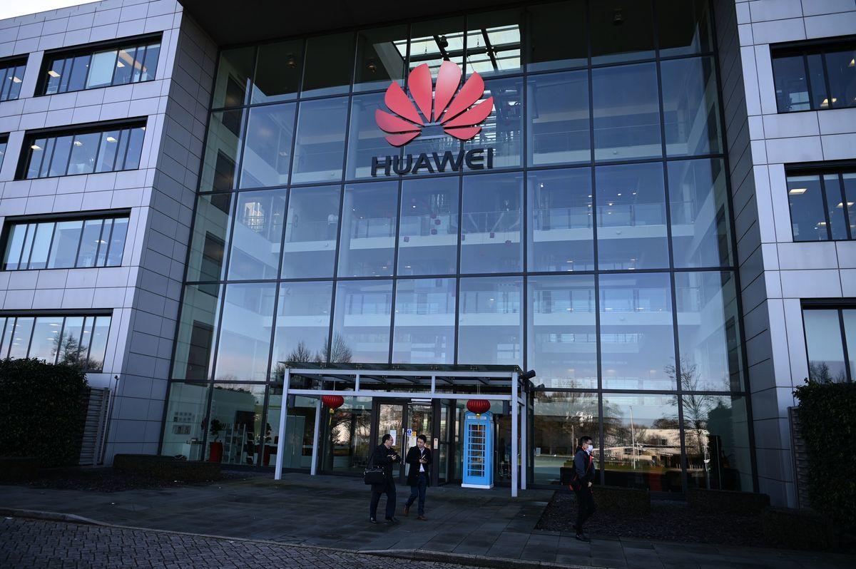 英國《泰晤士報》9月13日披露,中國電信巨頭華為被指控「滲透」劍橋大學研究中心。(DANIEL LEAL-OLIVAS/AFP via Getty Images)