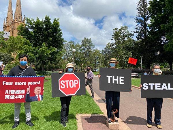 全球矚目的美國大選進入塵埃落定的關鍵時刻。1月6日,澳洲民眾再次在悉尼市中心舉辦挺特朗普連任、反竊選的遊行集會。圖為在悉尼海德公園等待出發的華裔集會人士。(李睿/大紀元)