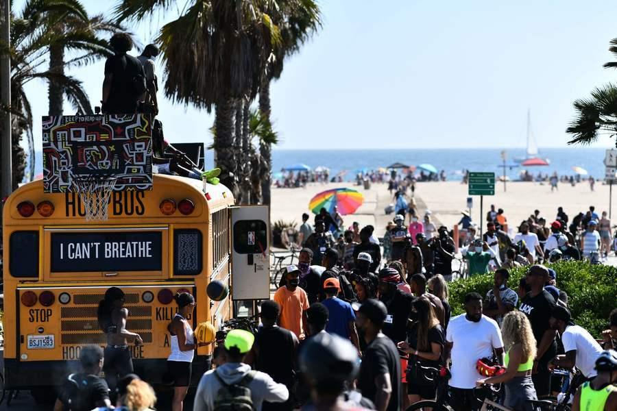 洛杉磯官員:疫情正在年輕人中迅速傳播