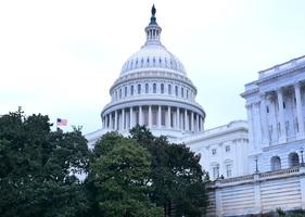 兩黨參議員重提法案 反制中共審查美公司