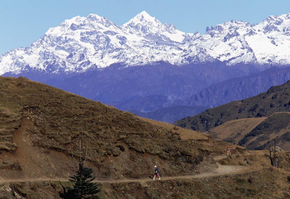 從大規模的水壩建設到肆無忌憚的資源開採,人類活動正在對喜馬拉雅生態系統造成嚴重破壞。圖為喜馬拉雅山雪峰。(Getty Images)