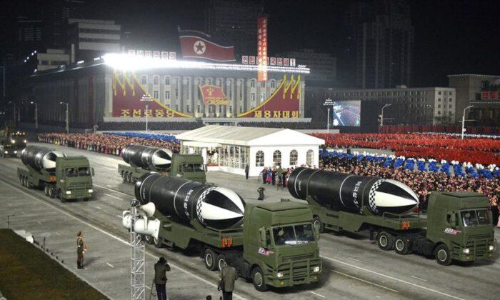 拜登上任前 北韓進行夜晚閱兵亮新導彈