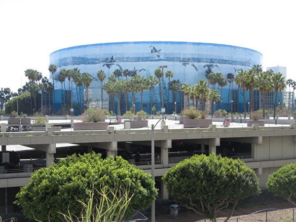 圖為長灘會展娛樂中心(Long Beach Convention and Entertainment Center)。(李梅/大紀元)
