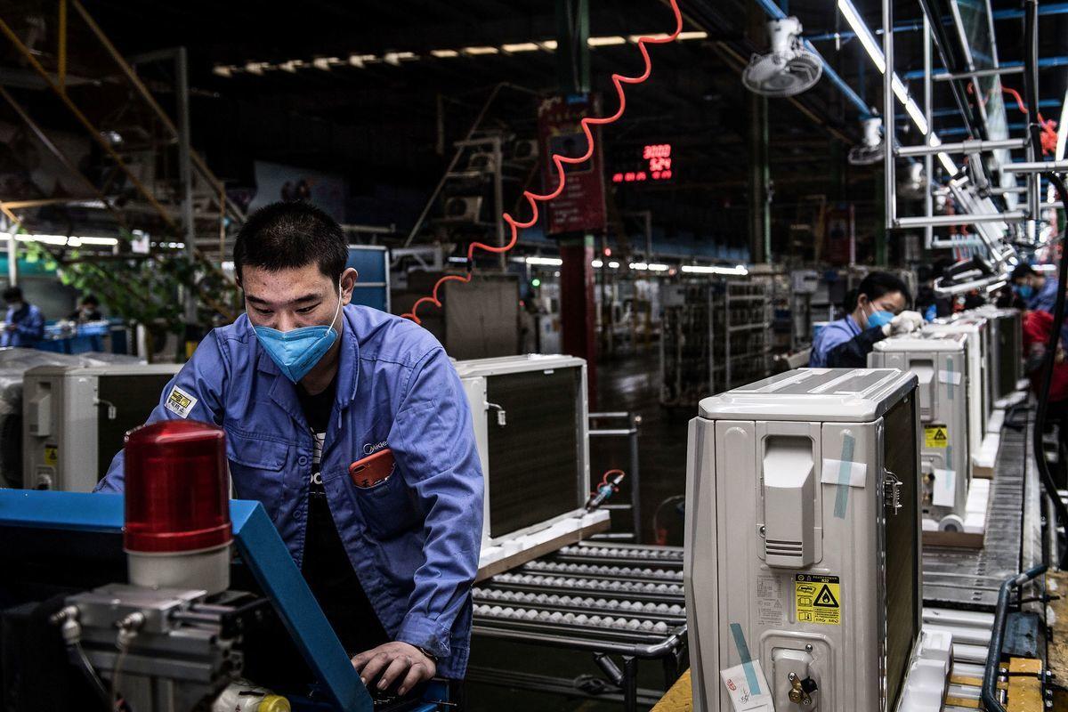 就在歐美、日韓等國積極鼓勵本國企業離開大陸之時,更多大陸本土企業也正在移出生產線,轉向東南亞地區。圖為中國的工廠。 (STR/AFP via Getty Images)