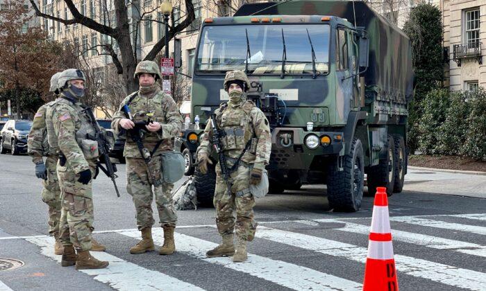 德州州長譴責國防部、FBI審查國民警衛隊