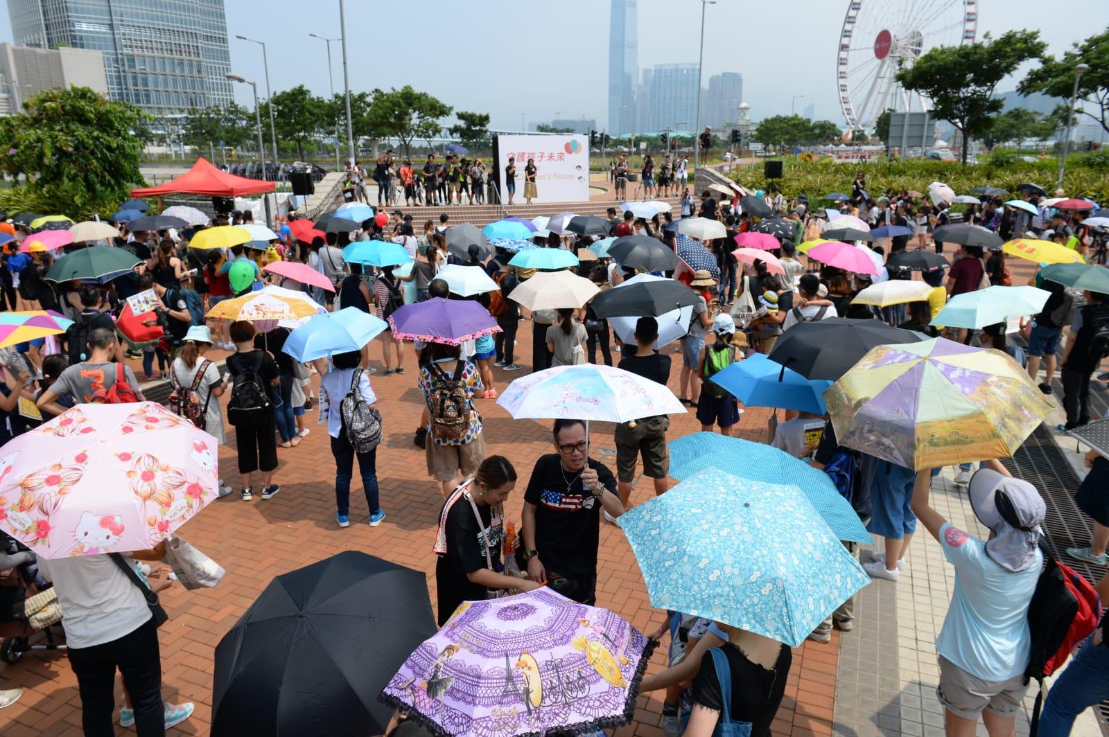 8月10日香港中環愛丁堡廣場舉行親子集會,守護孩子未來,呼籲港府回應五大訴求。(宋碧龍/大紀元)