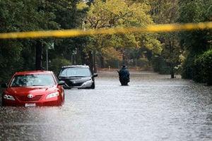 美國西岸遭遇強風暴襲擊 數十萬用戶斷電