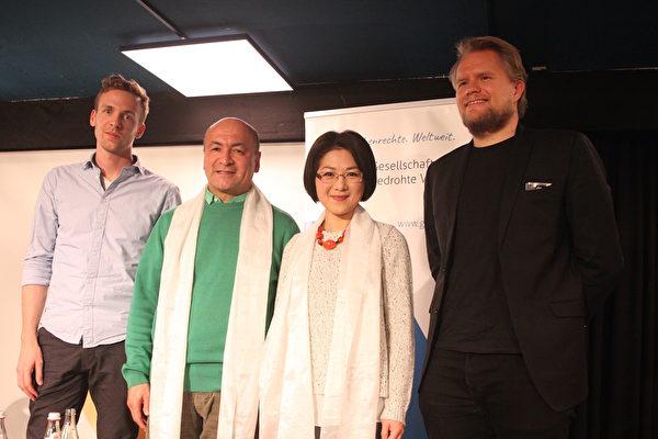《假孔子之名》放映研討會於2019年12月2日在德國慕尼黑舉辦,導演秋旻(右二)應邀參加。(黃芩/大紀元)