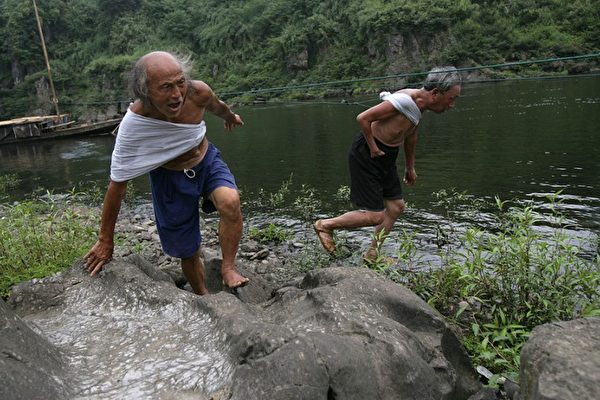中國學者的一項研究報告顯示,中國大陸的人均收入高低差距為55倍,大大高於官方公佈水準。(Getty Images)