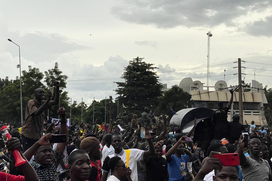 馬里發生兵變 總統總理被押入軍營