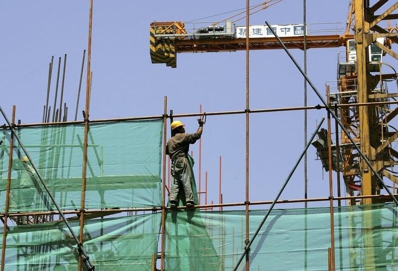 2019年1月,中共的經濟維穩最新指令,洩露2019年中國房市要「變天」。圖為北京一建築工地。(Getty Images)