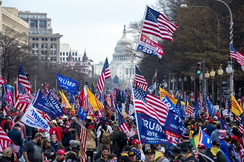 2020年12月12日,美國華盛頓DC,民眾在自由廣場舉行集會遊行,支持特朗普總統。 (Jose Luis Magana/AFP)