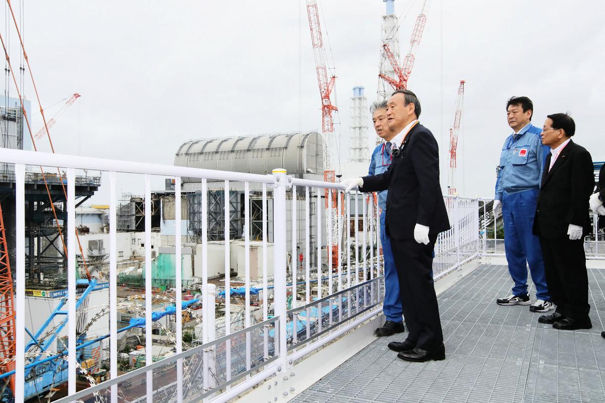 2020年9月26日,日本首相菅義偉訪視福島第一核電站。 (JAPAN POOL/AFP via Getty Images)