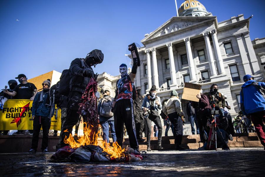 推特未阻止安提法召集西雅圖波特蘭騷亂