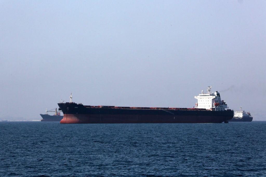 4月30日停靠在伊朗港口城市班達爾阿巴斯的一艘油輪。(ATTA KENARE/AFP/Getty Images)