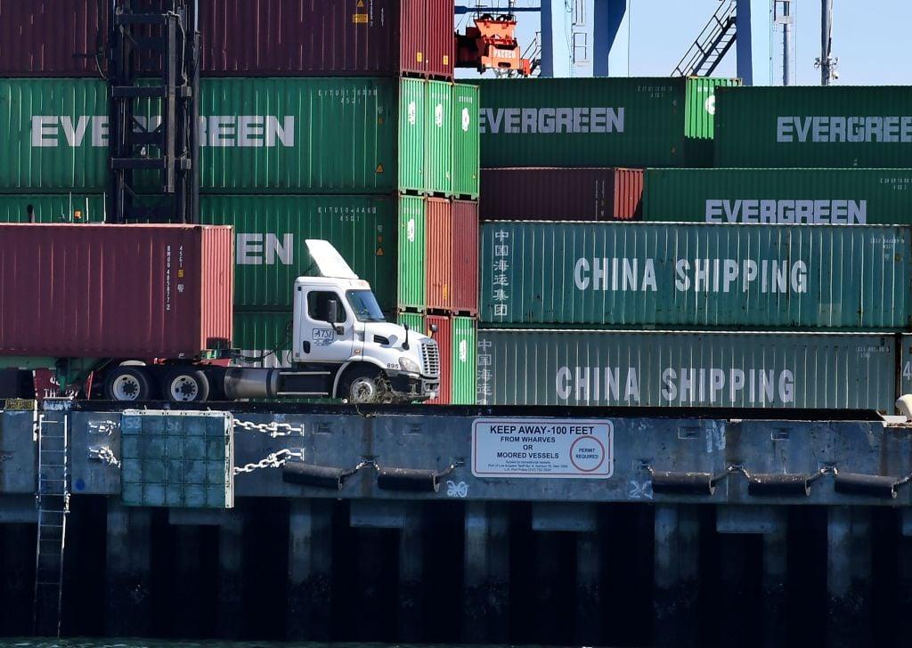 經濟學家普遍預測,相較於美國,中國經濟將因為美國的高額關稅受到更大打擊。(Mark Ralston/AFP/Getty Images)