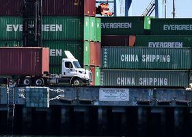 中國首季出口下降11.4% 貿易順差減八成