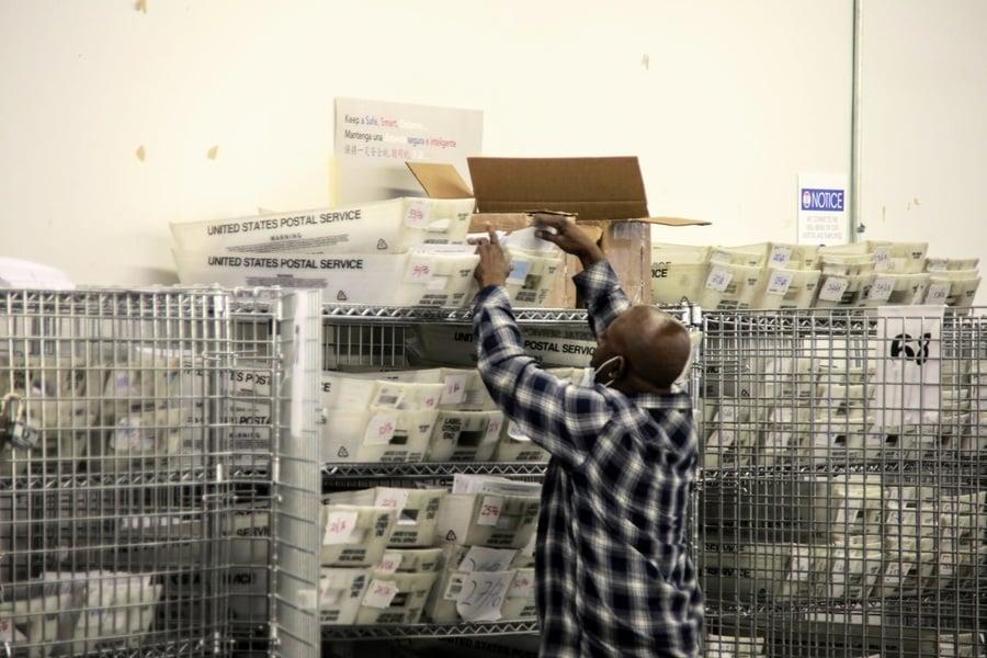 多州數以千計投票者用郵局或商業地址註冊