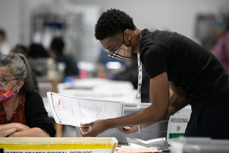 特朗普律師起訴佐治亞州更改規則 不當處理缺席選票