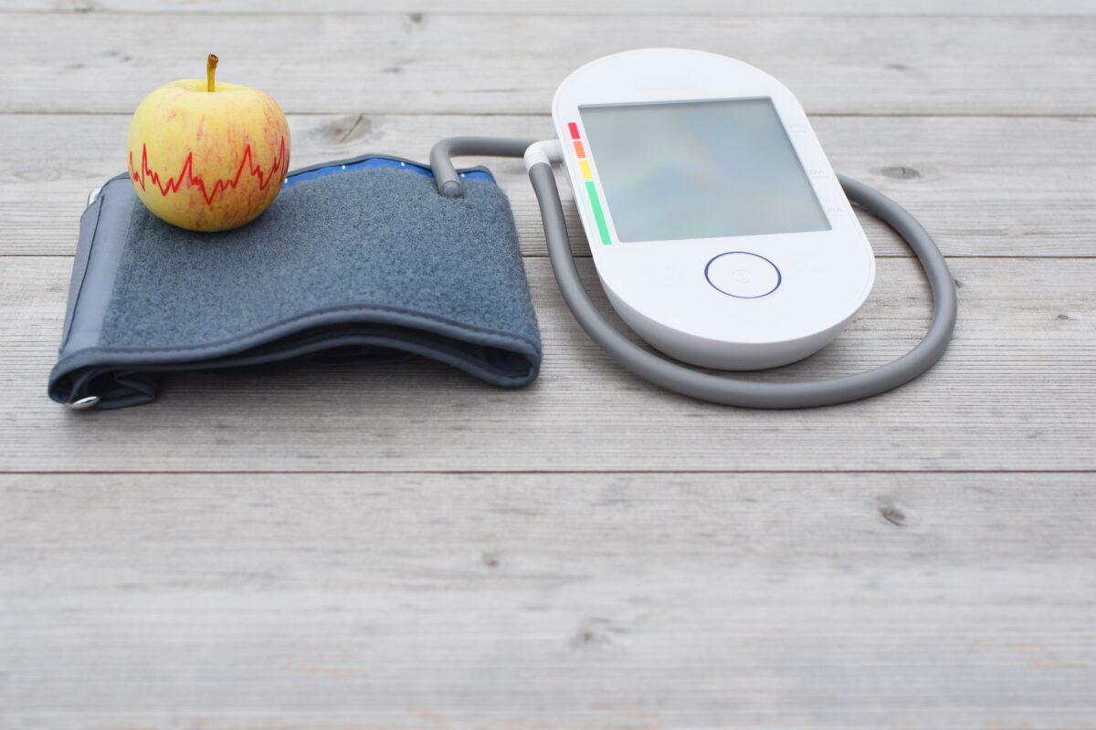 高血壓患者經常需要服用很多不同的藥物來控制血壓。然而,一些生活方式上小的改變就能夠幫助患者擺脫藥物,並可能恢復健康。(Shutterstock)