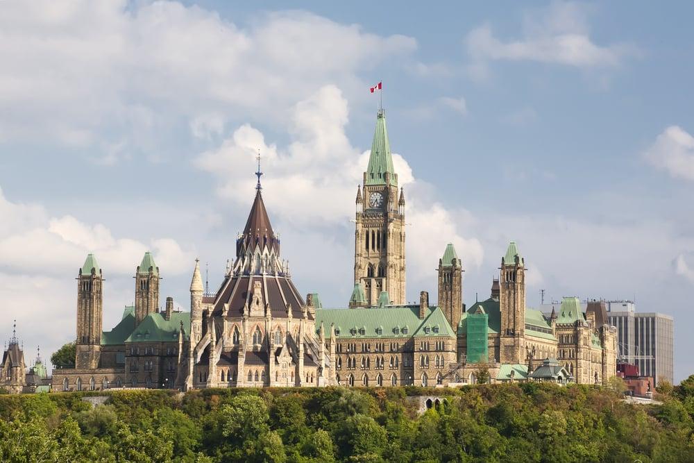 加拿大再次位居全球最宜居國家榜首。圖為首都渥太華國會山。(Shutterstock)