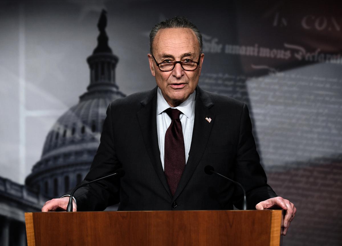 參議院多數黨領袖舒默和少數黨領袖麥康奈爾就特朗普彈劾審判的時間點和規則達成協議。圖為舒默資料照。(OLIVIER DOULIERY/AFP via Getty Images)
