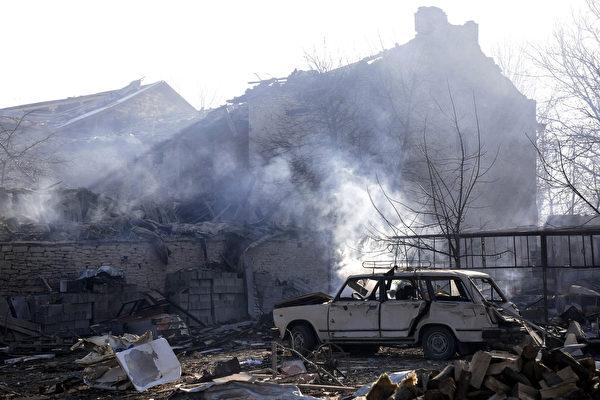 保加利亞內政部表示,一輛運載易燃物資的貨運列車在星期六早些時候發生脫軌和爆炸,造成5人死亡,至少27人受傷。(STR/AFP/Getty Images)