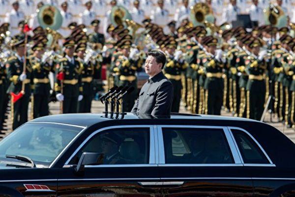 習近平發佈新條例,強調中共對軍隊的絕對領導,並聚焦備戰打仗。(Kevin Frayer/Getty Images)
